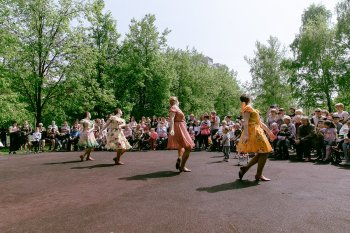 """Праздничное мероприятие посвященное празднованию 9 мая в сквере """"Школьный"""" по улице Медынская"""