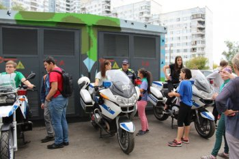 Сотрудники полиции УВД по ЮАО провели с подростками в дни летних каникул круглый стол по вопросам соблюдения ПДД