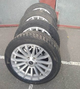 Сотрудники полиции Чертаново Южное задержали подозреваемого в краже автомобильных колес